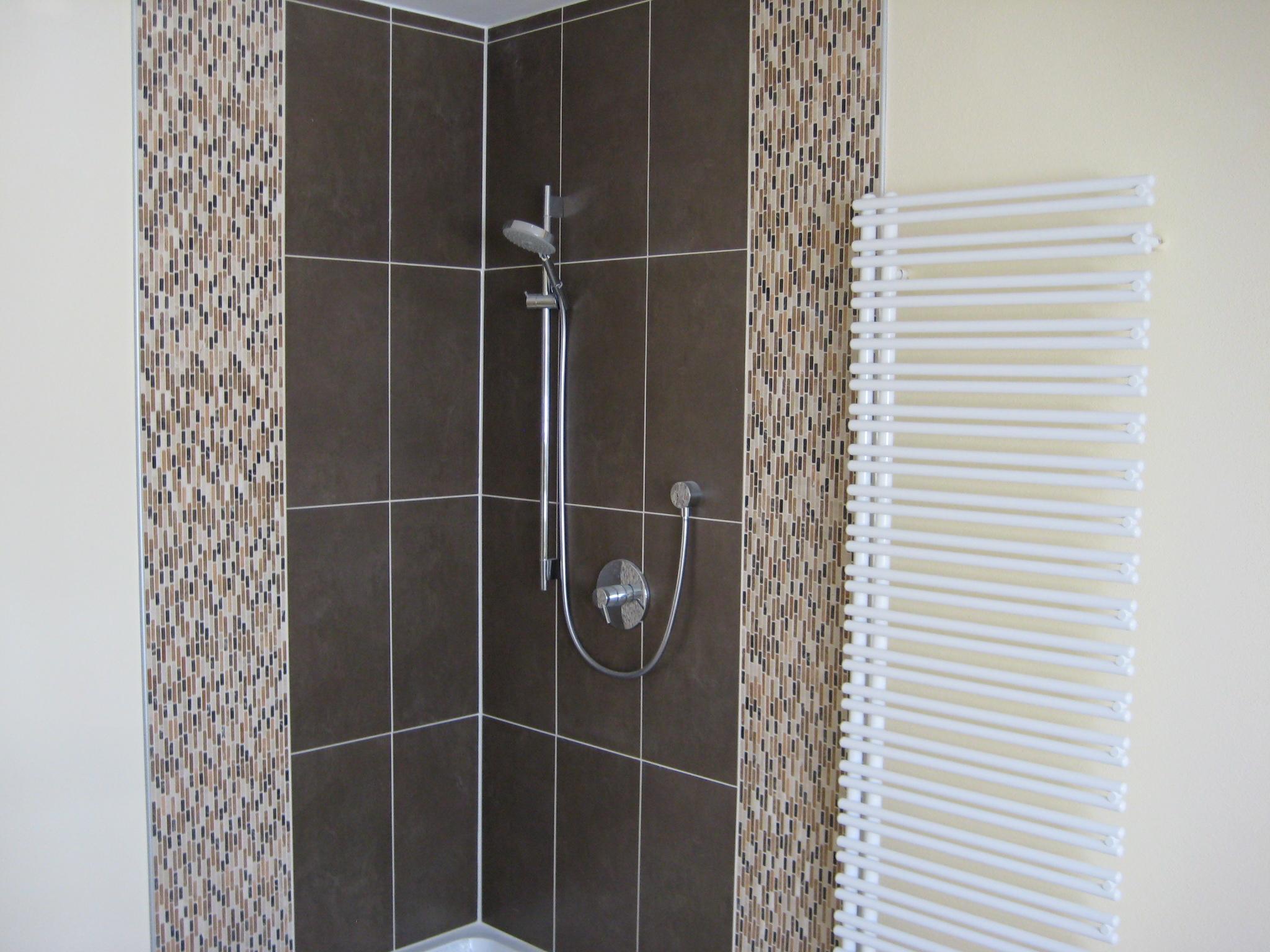 hier mal ein Bad , bei dem nur im Bereich der sanitären Anlagen ...